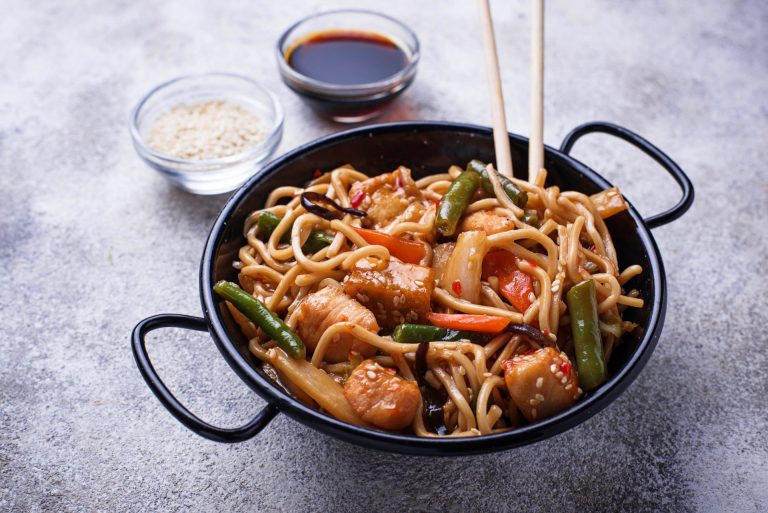 stir-fry-noodles-with-chicken-tofu-and-vegetable-ZLDMKY4